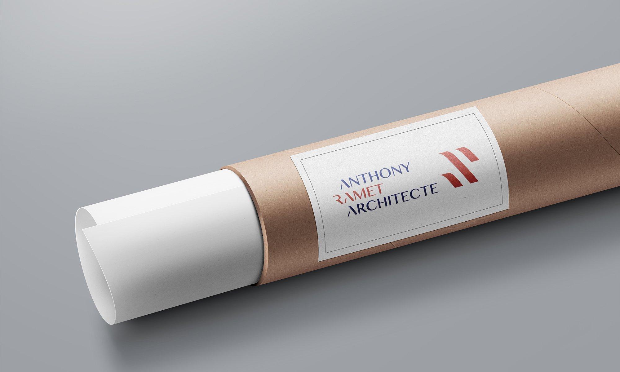 Mise en scène du logo sur une tube cartonné